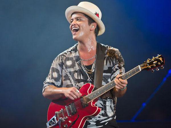 Konser Bruno Mars Sempat Dihentikan Sementara Karena Kebakaran!