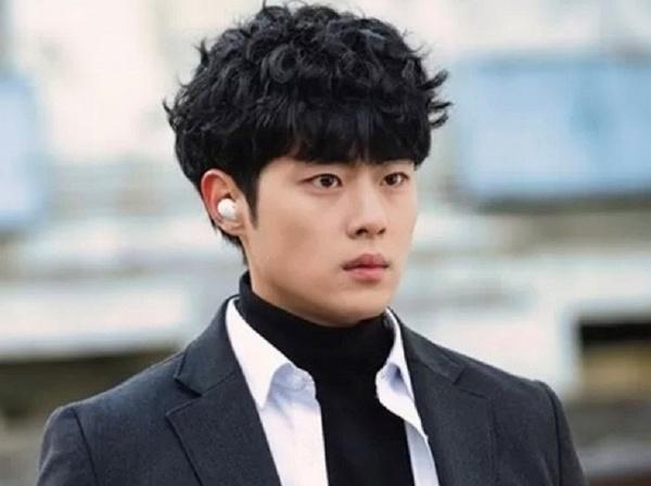 Masih Kasus, Jo Byeong Gyu Perbaharui Kontrak dengan HB Entertainment