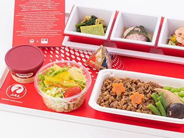 Penerbangan Sepi, Maskapai Ini Jual Makanan Pesawat di Restoran