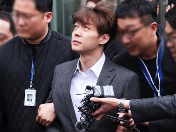 Foto-foto Park Yoochun Digiring ke Kantor Polisi dengan Tangan Diborgol