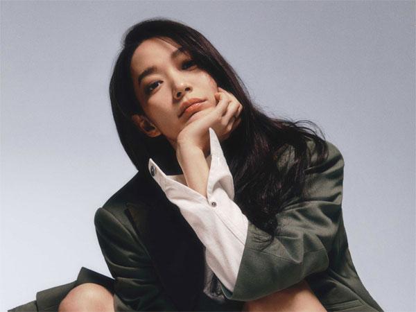 Shin Min Ah Desain Sepatu Kolaborasi dengan Brand Mewah Roger Vivier