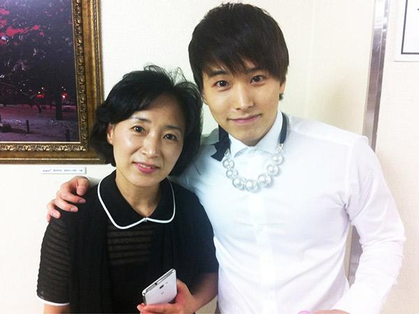 Tanggapan Bijak Ibunda Soal Kontroversi Hingga Sungmin SJ Diboikot Oleh Fans
