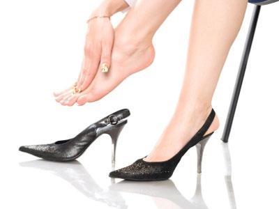 Menggunakan High Heels Bisa Sebabkan Radang Sendi
