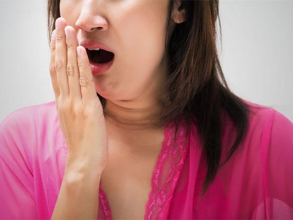 Cara Mudah Mengusir Bau Mulut yang Mengganggu