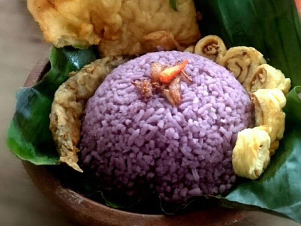 Mudahnya Meracik Nasi Uduk Unik Warna Ungu, Bagaimana Resepnya?