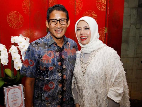 Gaya Hijab Stylish nan Sederhana A La Istri Sandiaga Uno, Nur Asia