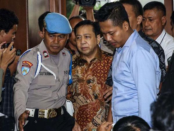 Reaksi Setya Novanto Setelah Mendapat Vonis Hakim 15 Tahun Penjara