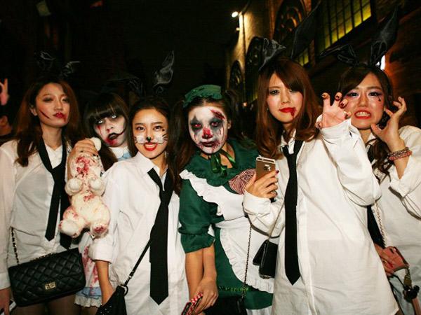 Dari Puasa Hingga Hal Ekstrim, Intip Tradisi Halloween Unik Dari Berbagai Negara!