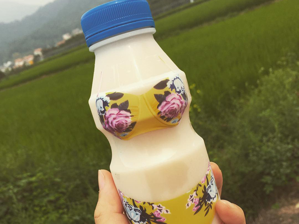 """Rayakan Musim Panas, Minuman Ringan di Korea Selatan Ini """"Pakai Bikini""""!"""