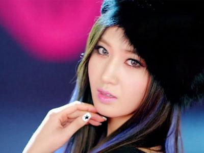 Yuri SNSD Sibuk Belajar Main Gitar Demi Film 'No Breathing'