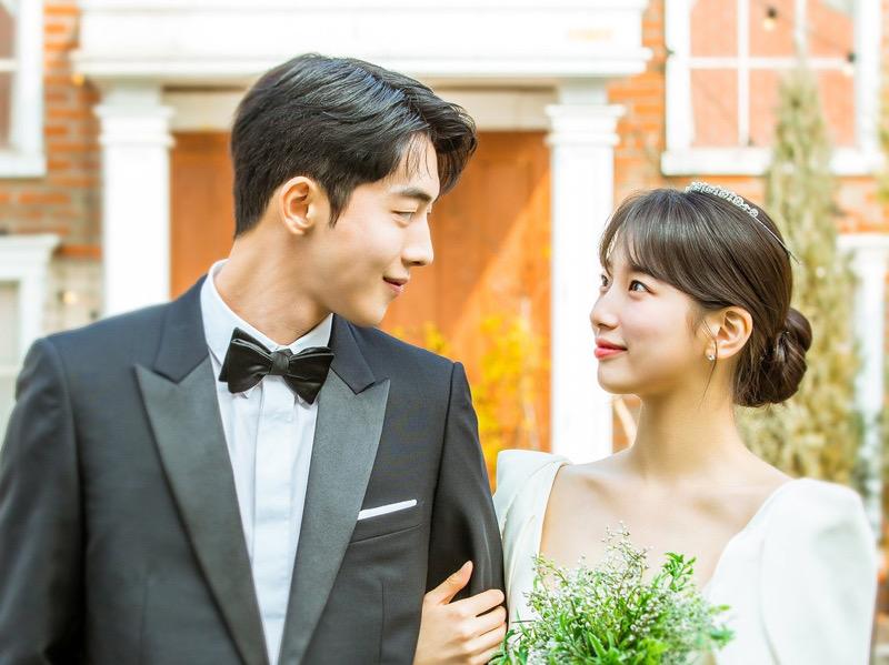 Foto-foto Pernikahan Nam Joo Hyuk dan Suzy yang Sederhana nan Romantis