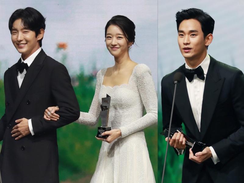Ada Kim Soo Hyun, Seo Ye Ji Gandeng Lee Jun Ki di Panggung AAA 2020
