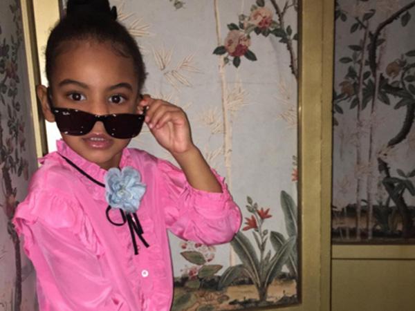 Gemas! Blue Ivy Puteri Beyonce Bergaya Bak Supermodel dengan Kenakan Gucci Serba Pink!