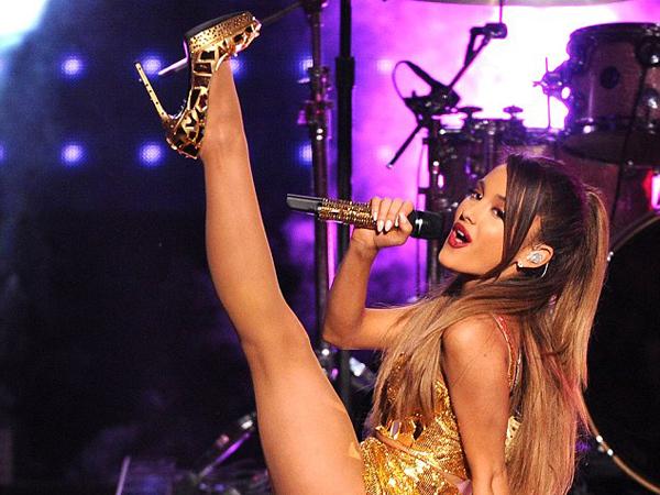 Tampil Terlalu Seksi dan Seronok, Ariana Grande Disebut Penyanyi 'Murahan'!