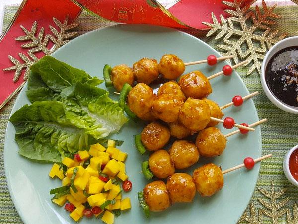 Yuk Intip Resep Mudah Buat Fiesta Bakso Sosis Satay dengan Mango Salsa