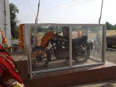Unik, Di India Ada Dewa Motor dengan Kisah Mistis