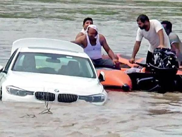 Remaja Ini Tenggelamkan Kado Mobil BMW Karena Maunya Dihadiahi Jaguar