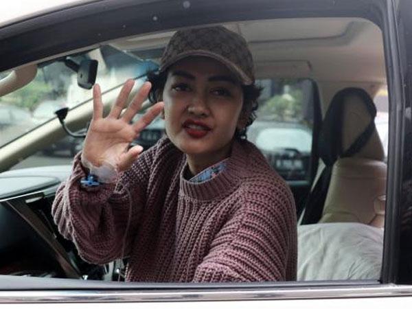 Julia Perez Relakan Berlian Miliknya Dijual untuk Bangun Musala
