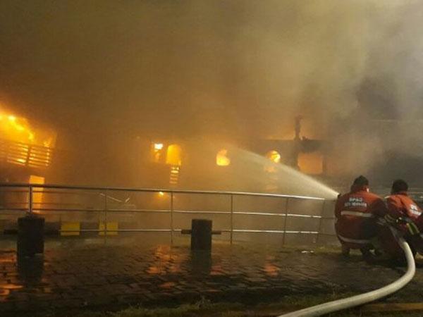Kapal Terbakar di Kepulauan Seribu, 22 Penumpang Terjun Ke Laut