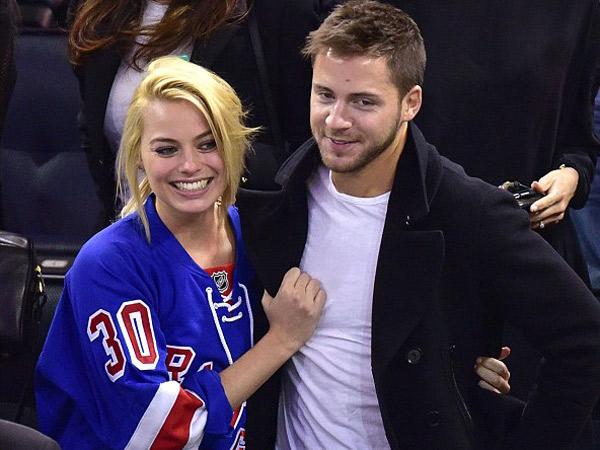 Dilangsungkan Secara Tertutup, Margot 'Harley Quinn' Robbie Resmi Menikah!