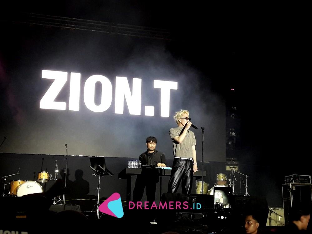 Tampil Perdana, Zion T Sukses Bikin Penonton Karaokean di GUDFEST 2019