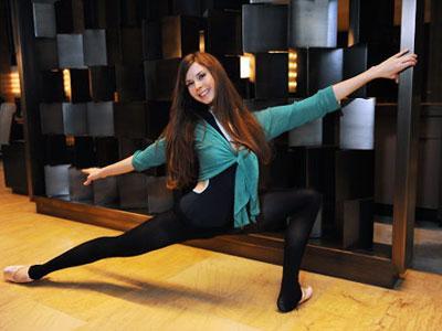 Wow, Meski Hamil Tua Wanita Ini Tetap Menari Balet