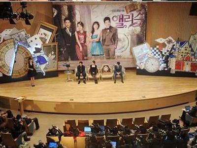 Lokasi Konferensi Pers Drama Cheongdamdong Alice Gunakan Design Ala Alice in Wonderland
