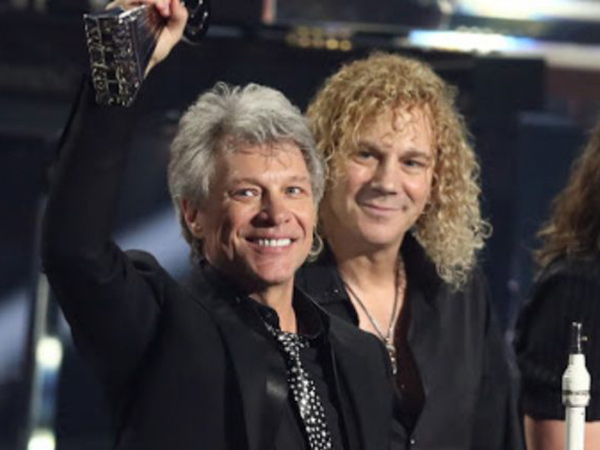 Keyboardis Positif Corona, Jon Bon Jovi Ajak Fans Tulis Lagu Sambil Isolasi Diri