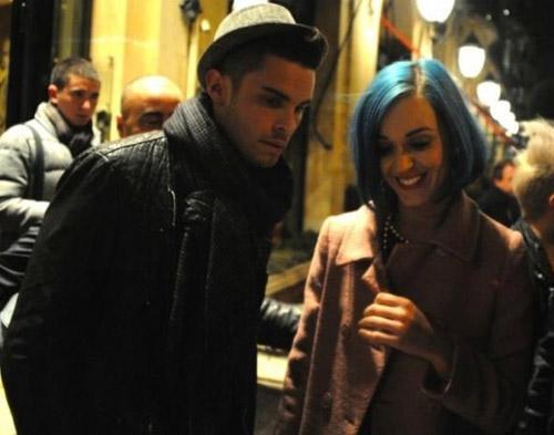 Benar Nggak Sih Katy Perry Liburan Bareng Pacar?