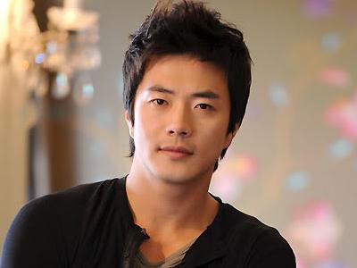 Kwon Sang Woo Akan Perankan Seorang Otaku Dalam Film Terbaru?