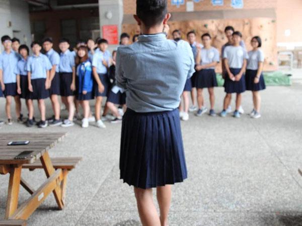Wah, Sekolah di Taiwan Ini Perbolehkan Siswa Laki-laki Memakai Rok!