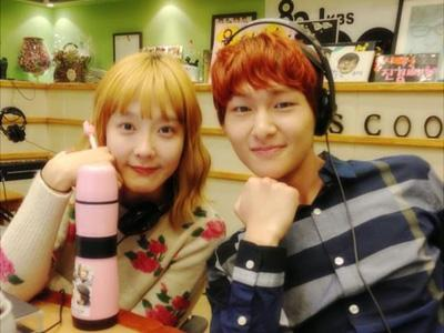 Onew SHINee Perlihatkan Rambut Baru di Acara Radio 'Sukira'