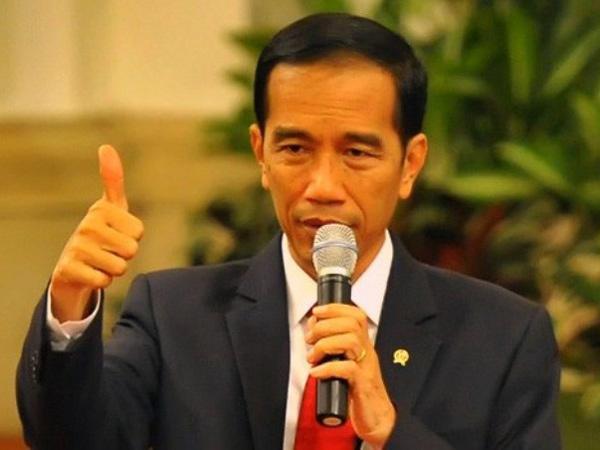 Gara-gara Kaus Kaki Bolong, Seorang Wartawan dapat Sepeda dari Jokowi!
