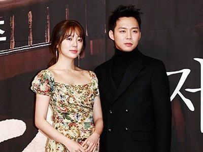 Wah, Yun Eun Hye Dihujani Ciuman 3 Kali Berturut-Turut Oleh Yoochun JYJ
