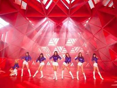AOA Luncurkan Single Wannabe