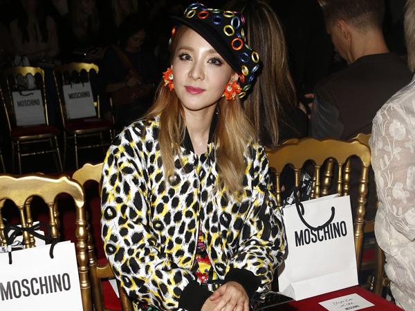 Tiba di Milan, Dara 2NE1 Eksis Jadi Tamu Front Row di Milan Fashion Week