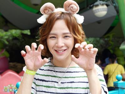 Buka Akun LINE, Jang Geun Suk Berpose A La Sticker Lucu LINE