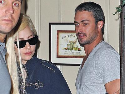Makan Malam Bersama di Restoran Sang Ayah, Lady Gaga dan Taylor Kinney Balikan?