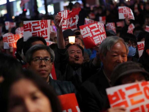 Bersama Ratusan Ribu Warga, Politisi Hingga Selebritis Korsel Ikut Demo Skandal Korupsi Presiden
