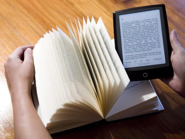 Wah, Membaca E-book Ternyata Bahayakan Kesehatan!