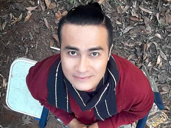 Foto Mesra Adjie Pangestu Bareng Pria di Pantai Bikin Heboh Netizen