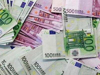 Hindari Polisi, Pencuri Sebar Uang