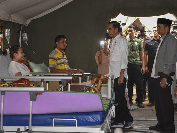 Jokowi yang 'Jajal' Tidur di Tenda Pengungsian Gempa Lombok Selama Kunjungan