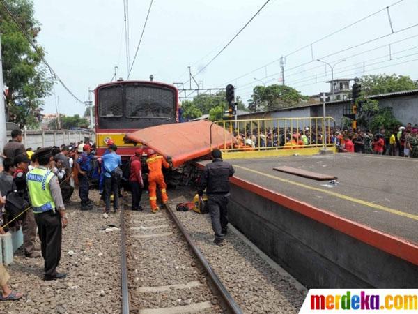 Terobos Perlintasan KRL, Dishub Ancam Cabut Izin Trayek Metro Mini