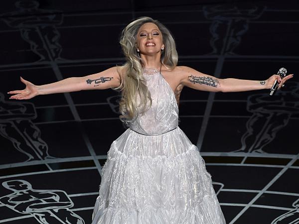 Usai Tampil di Academy Awards 2015, Lady Gaga Menangis dan Kelelahan