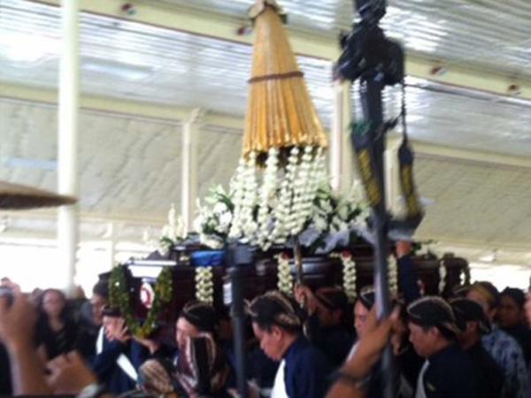 Jenazah Paku Alam IX Diberangkatkan ke Pemakaman Astana Girigondo