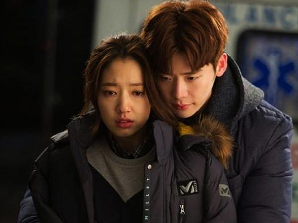 Lee Jong Suk & Park Shin Hye Kembali Buat Iri Dengan Back Hug Mereka di 'Pinocchio'
