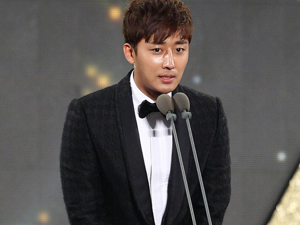 Makin Populer, Son Ho Joon Akhirnya Resmi Direkrut ke YG Entertainment!