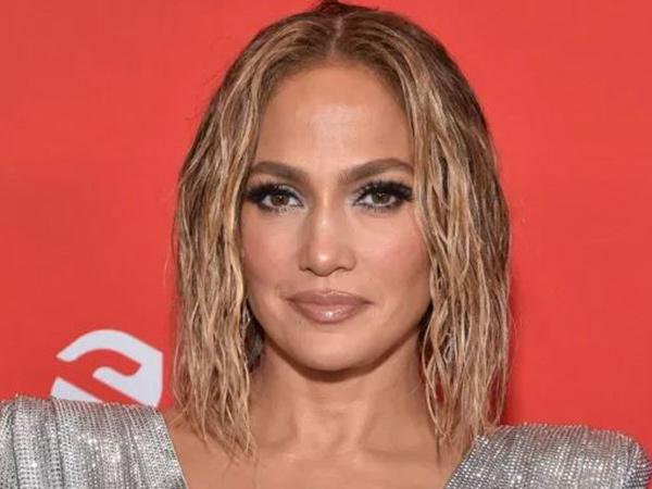 Usia 51 Tahun, Jennifer Lopez Tampil Seksi Tanpa Busana