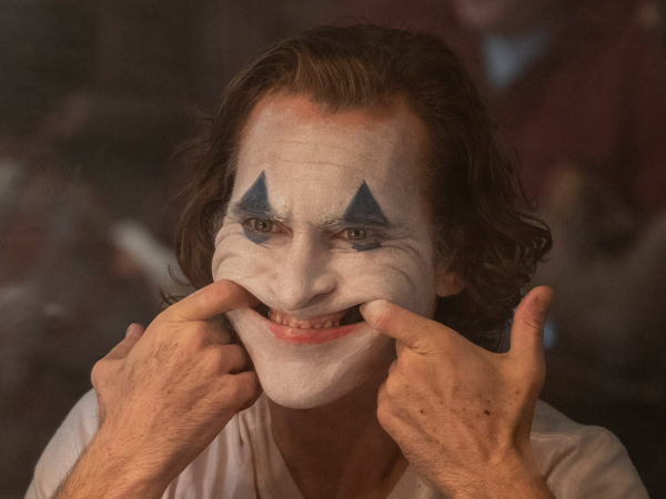Bawa Kembali Tragedi Penembakan 'Batman', Pemutaran Film 'Joker' Dikawal Polisi